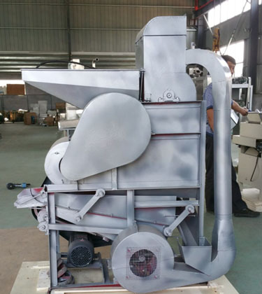 Groundnut shelling machine